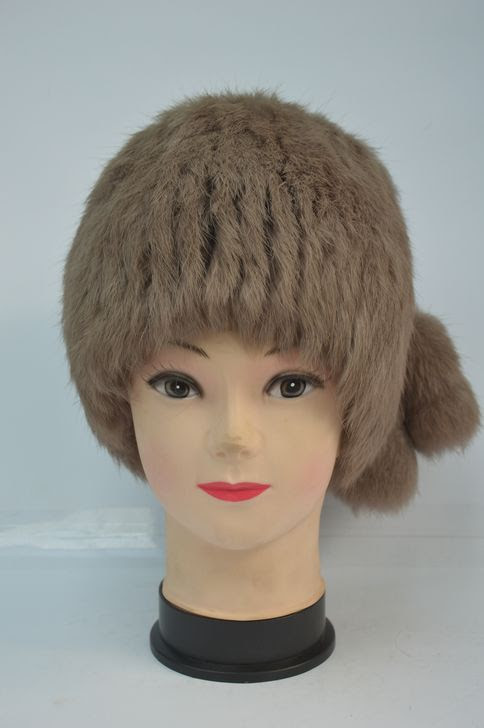 Зимняя меховая женская шапка кубанка бежевая