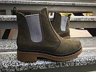 Ботинки Chelsi на резинке. Натуральная кожа нубук, внутри итальянская байка.Подошва 2см.каблук 3.5см.Р-р 36-40