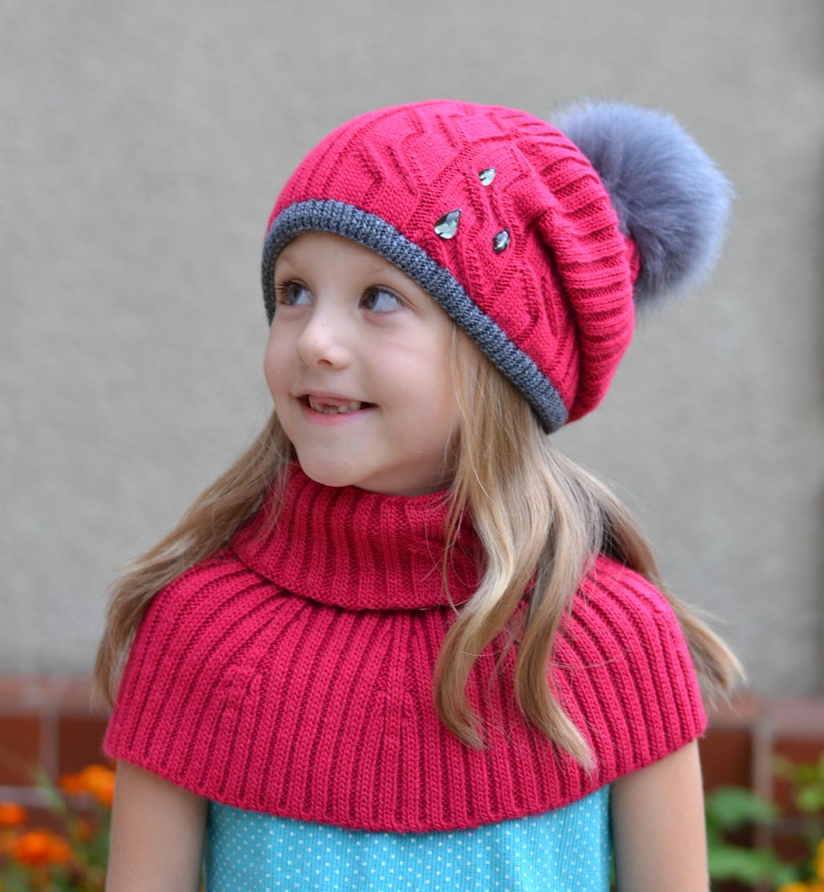 Зимняя шапка на девочку с пушистым помпоном