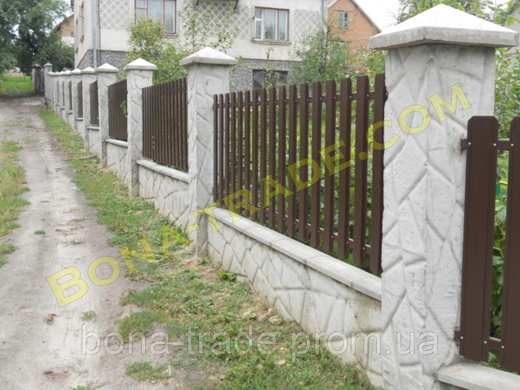 Штакетний паркан з металу