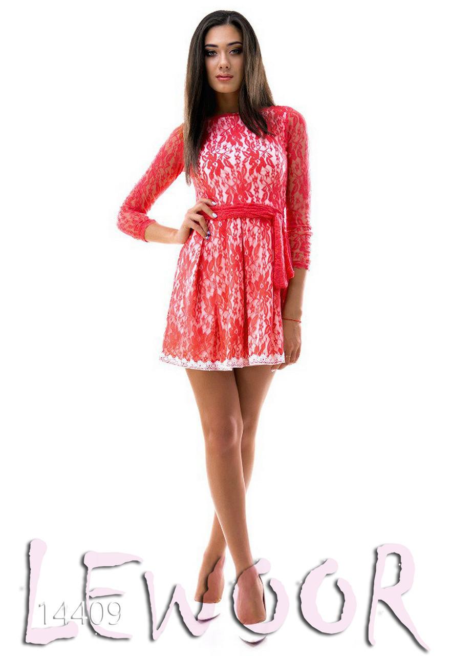Яркое гипюровое платье