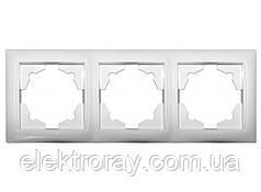 Тройная рамка Luxel Primera белая
