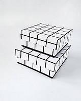 Набор маленьких квадратных интерьерных коробок ручной работы белого цвета в клетку