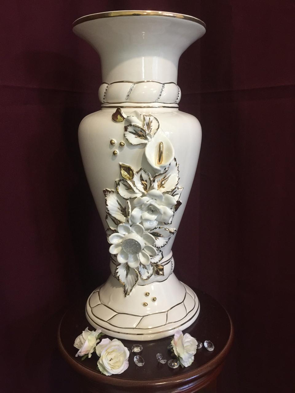 Ваза настольная Камелия  белая с золотом