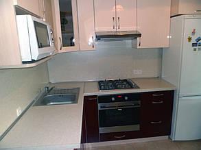 Кухня с фасадами МДФ глянцевая покраска двух цветов 1