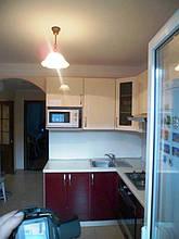 Кухня с фасадами МДФ глянцевая покраска двух цветов 2