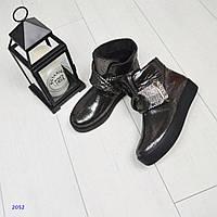 Ботинки женские кожаные с декоративной застежкой-липучкой, цвет-никель.