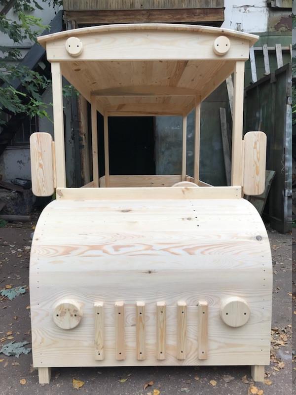 Деревянный автобус для детской площадки
