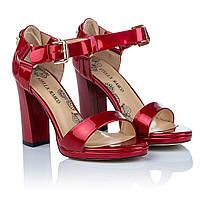 Босоножки на широком каблуке Stella Marco (роскошного темно-красного цвета, стильный дизайн, элегантные, модны