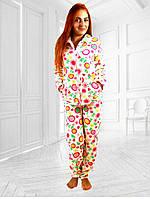 Теплая женская махровая пижама: кофта на молнии и брюки, белая с цветочным рисунком