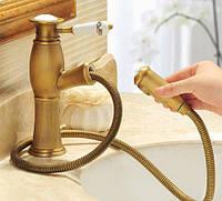 Смеситель с выдвижной лейкой бронза Aquaroom для раковины кран в умывальника в ванную в душ