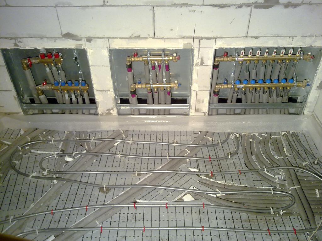 Монтаж системы водоснабжение и отопление дома материалами Rehau