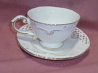 Чашка с блюдцем чайная белая с золотом кружевная фарфоровая