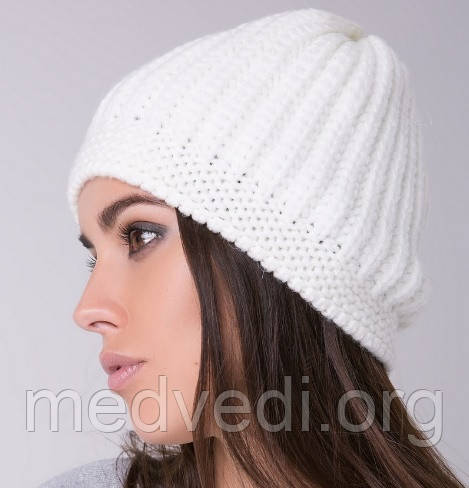 Женская шапка берет белая