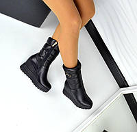 Зимние кожаные сапоги, дутики черного цвета на танкетке