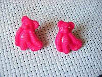 Пуговица пластиковая, декоративная, на ножке. Мишка темно-розовый, 15х17 мм