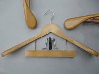 Плечики вешалки  деревянные светлые широкие с клипсой, костюмные, 45 см