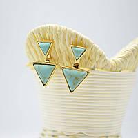 Треугольные серьги гвоздики с камнем