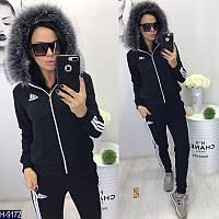 Модный батальный спортивный костюм Adidas c капюшеном с отделкой из  меха.Цвет черный. Арт b22ba2b3f50