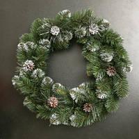 Венок новогодний из искусственной хвои с шишками 50 см
