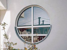 Нестандартное круглое окно Rehau