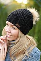 Зимняя женская шапка на флисе черная с бубоном