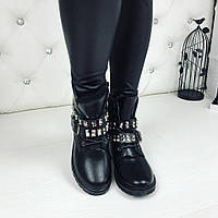 Женские зимние ботинки чёрные заклёпки