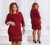 Облегающее однотонное платье с кружевом