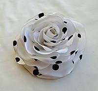 """Брошь из ткани ручной работы """"Роза белый горошек"""""""