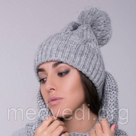 двойная женская шапка с бубоном светлосерая