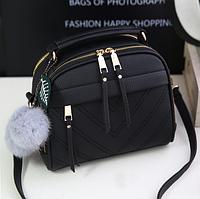 362a451b05ca Красивая черная женская сумка в форме чемоданчика с меховым брелком