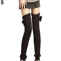 Длинные коричневые женские гетры с помпонами выше колена