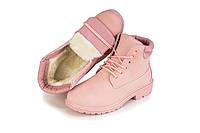 Красивые зимние женские ботинки розового цвета