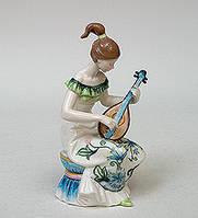 Статуэтка Девушка с домрой 18 см Pavone