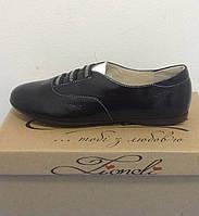 be8715b9b Туфли для девочки закрытые LEVUS черные лакированные с белым язычком
