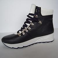 Ботинки из натуральной кожи черного цвета с вставками белого цвета