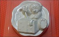 Пластиковая форма для мыла  Мишка и подарок