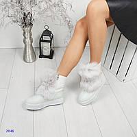 Зимние кожаные ботинки, сапожки белого цвета с опушкой и ремешками