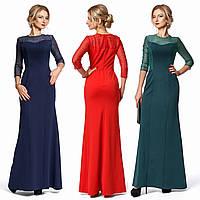 Нарядное облегающее длинное платье из трикотажа и гипюра