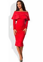 Красное платье миди из плотной замши с воротником-пелериной