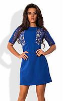 Синее мини платье с боковыми гипюровыми вставками