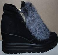 Молодежные зимние ботинки с мехом на танкетке, замшевые ботинки зимние от производителя модель УН428-1