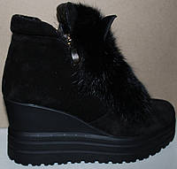 Молодежные зимние ботинки с мехом на танкетке, замшевые ботинки зимние от производителя модель УН428-2