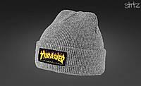 Серая стильная шапка Thrasher