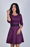Женское платье с кружевным украшением