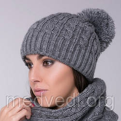 Серая женская шапка двойная косы с помпоном