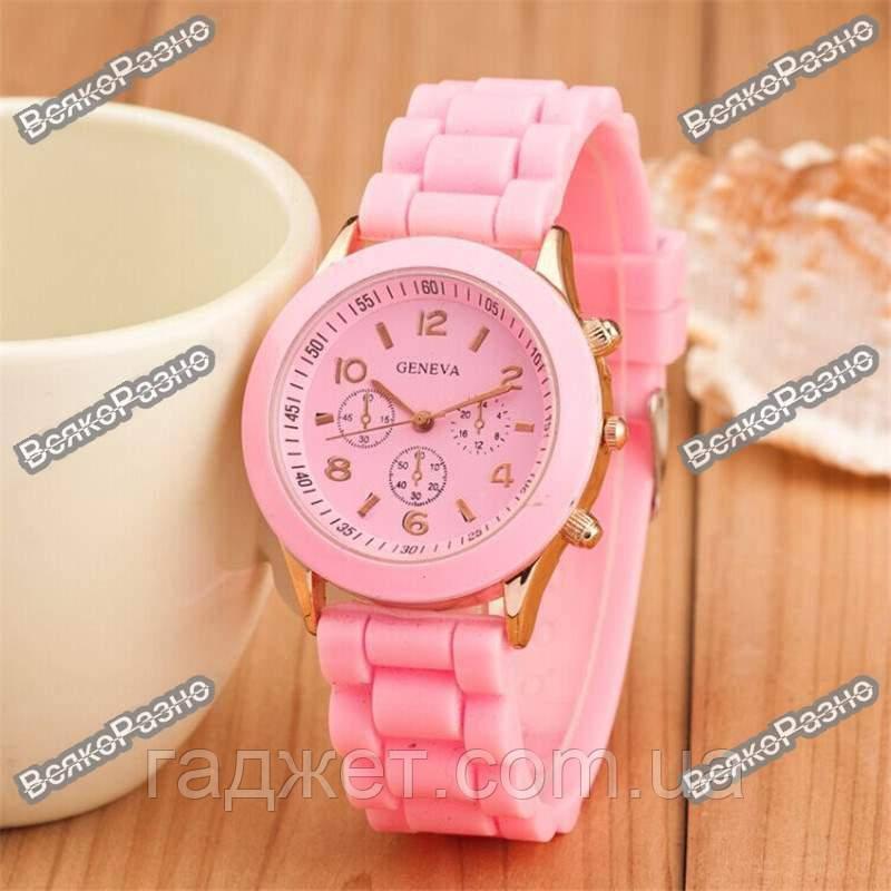 Женские часы Geneva светло розового цвета.