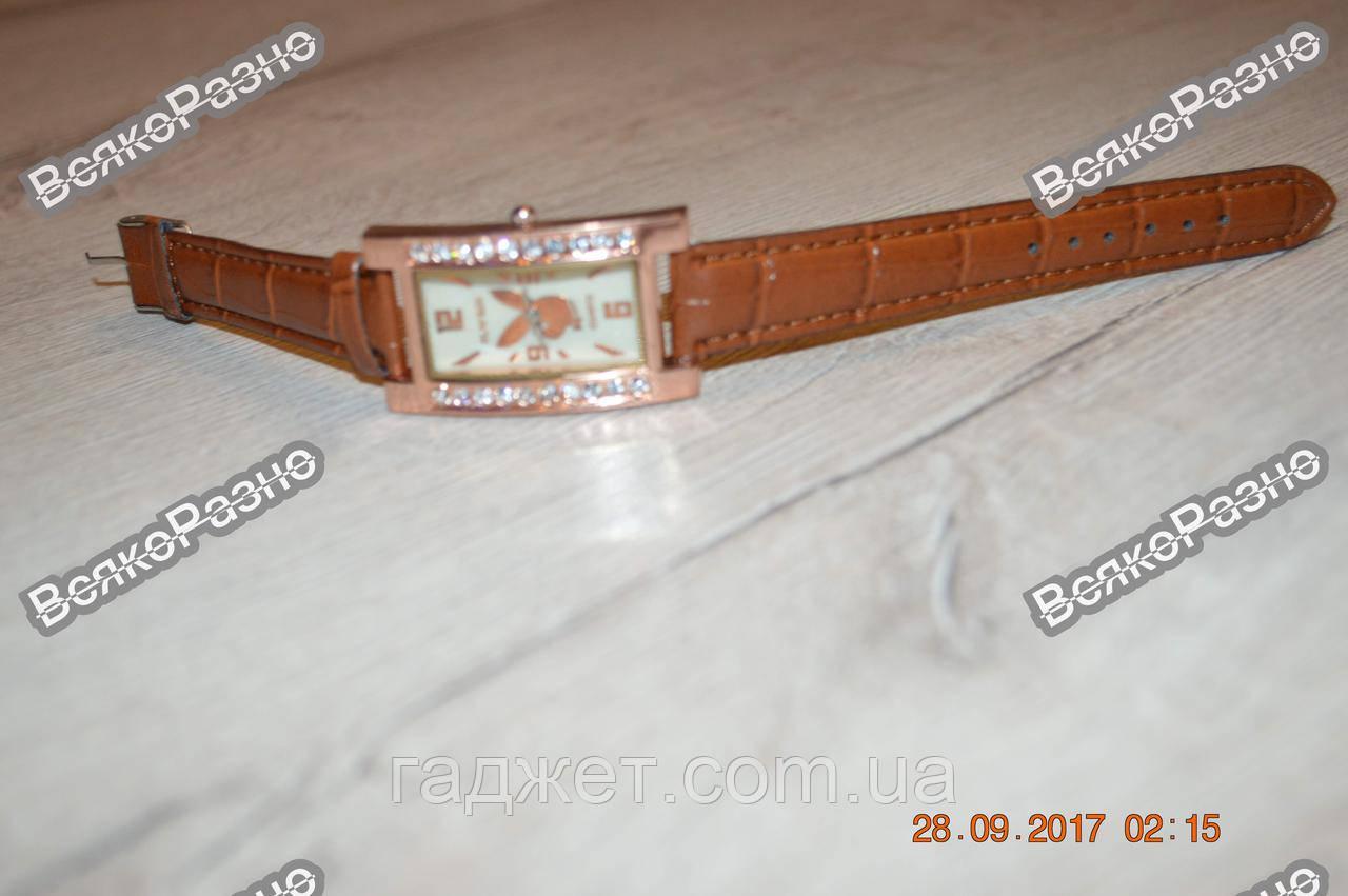 Женские часы с изображением playboy.