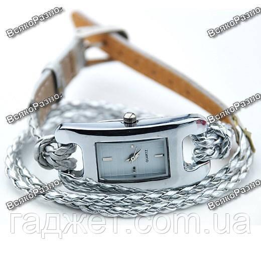 Стильные женские часы IEKE серебряного цвета.