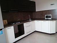 Угловая кухня с каменной столешницей под заказ -1
